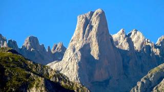 Picos de Europa - Naranjo de Bulnes