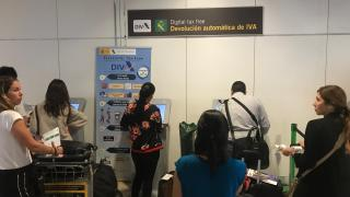 В аэропорту Мадрида установили терминалы Tax Free