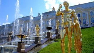 Запуск фонтанов в Петергофе