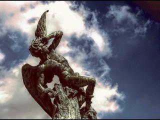 Фонтан «Падший ангел» в парке Ретиро
