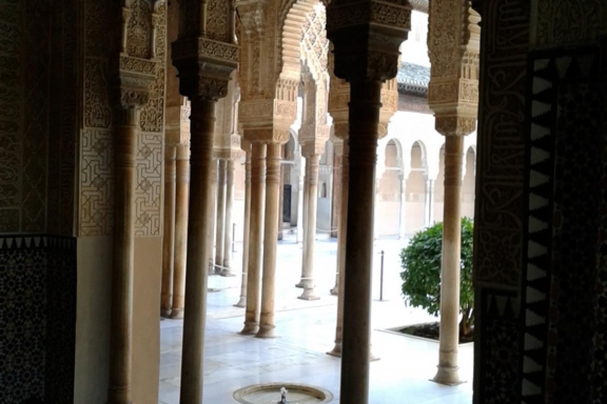 Granada es Acceso al patio de Los Leones
