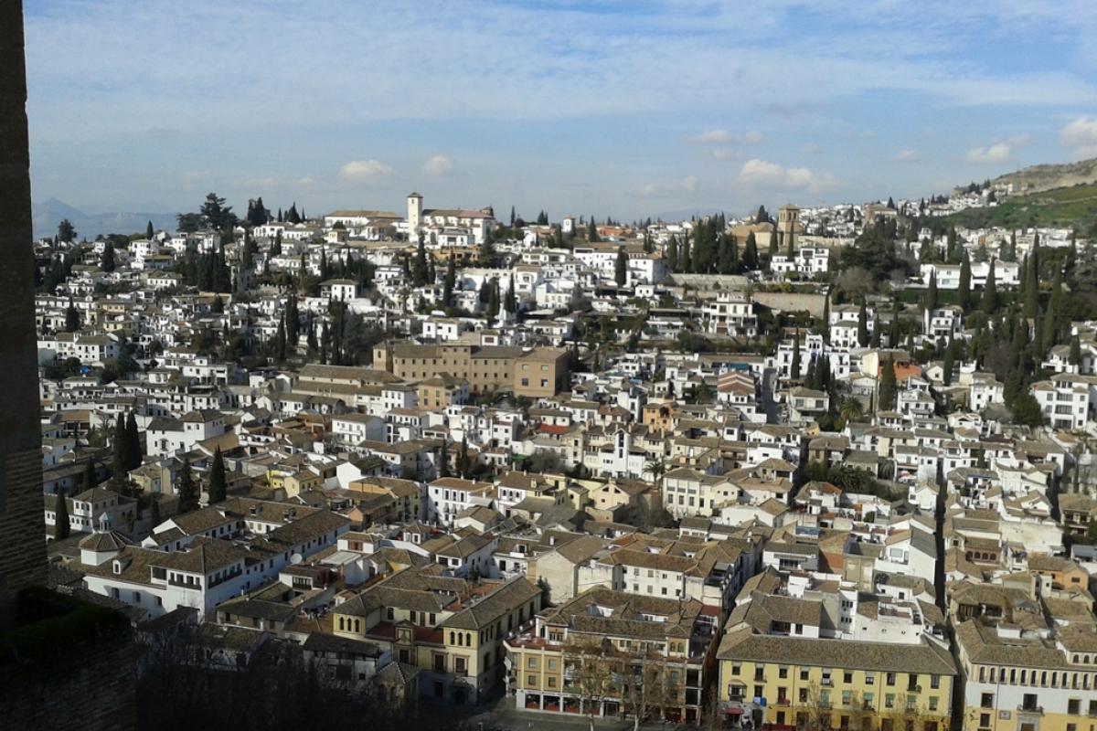 Granada es Vistas del Albaicín desde la Alambra