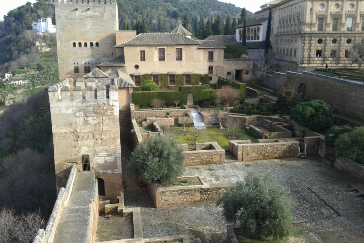 Granada es Muralla de la Alcazaba